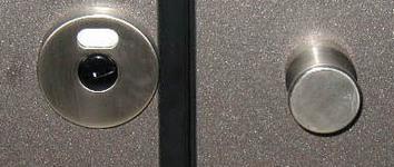 Inox-doorknob-and-free-occupied-label.jpg