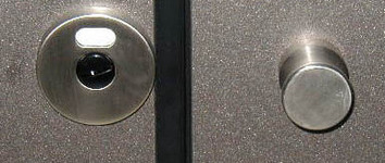 Inox-doorknob-and-free-occupied-label.jpg